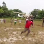 Perus Indios setzen Drohnen zur Überwachung des Regenwaldes ein