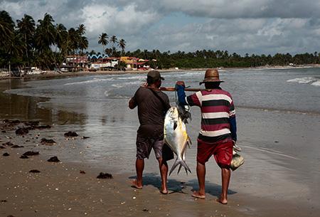 Povoado de icarai de Amontada / CE ( vilarejo que faz parte do municipio de Amontada/CE). Vila de pescadores, ao fundo parque eólico.  FOTOS EVELSON DE FREITAS  de 08 a 16 de Maio de 2015.